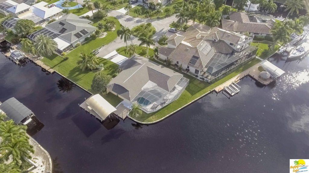 Blick auf zwei Ferienvillen von deutschen Vermietern Florida